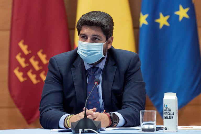 El presidente de la Comunidad de Murcia, Fernando López Miras, en la reunión del Comité de Seguimiento de Covid, este miércoles en la sede del gobierno regional.