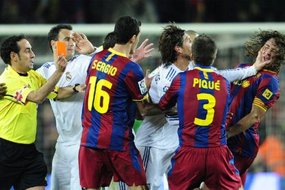 La impotencia de los jugadores blancos se refleja al final del partido en el lateral andaluz, que pierde los nervios y acaba expulsado.