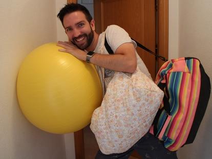 Jorge Raspeño, informático, fue padre de su hija Mar con 31 años. En su web 'Padre Primerizo' da consejos para padres con mucho humor.