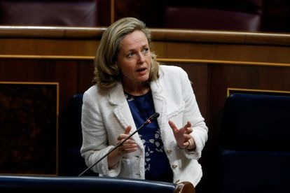 La vicepresidenta de Asuntos Económicos, Nadia Calviño, interviene durante el debate este miércoles en el Congreso de la quinta prórroga del estado de alarma
