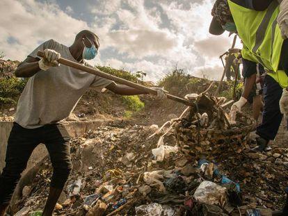 Recogida de basura en Tanzania