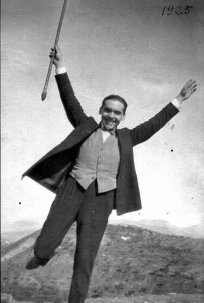 Fotografía de Federico García Lorca tomada por Luis Buñuel en 1925.