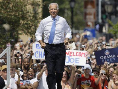 Para las elecciones de 2008 compitió con Obama y Hilary Clinton. Una jugada que, aunque no le llevó al Despacho Oval, sí lo hizo a la vicepresidencia. En la imagen, Joe Biden es presentado como candidato a la vicepresidencia de Barack Obama, durante un acto de campaña en Springfield (EE UU), en 2008.