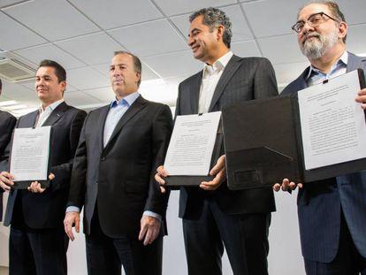 José Antonio Meade, al centro, al presentar su inicativa anticorrupción.
