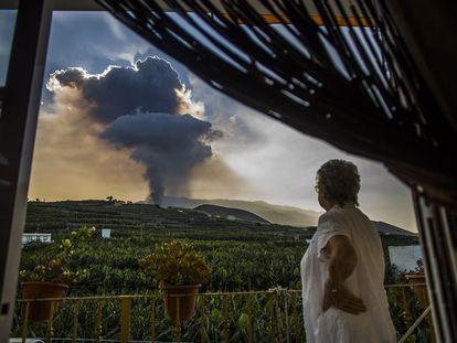 DVD 1071 (23-09-21) Nube del Volcán de Cumbre Vieja, en La Palma. Foto Samuel Sánchez