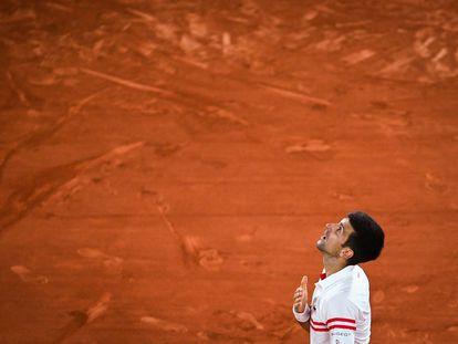 Djokovic, durante la semifinal contra Nadal en la Philippe Chatrier de París, el pasado viernes.