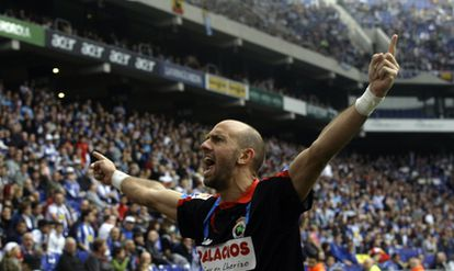 Gonzalo Colsa celebra el gol del empate del Racing contra el Espanyol.