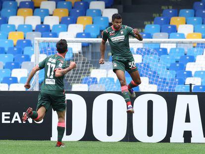 Junior Messias, del Crotone, celebra un gol al Nápoles.