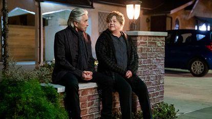 Michael Douglas y Kathleen Turner, en los nuevos episodios de 'El método Kominsky'.