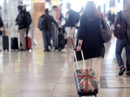 Varios pasajeros a su llegada al aeropuerto de Barajas, el pasado 24 de mayo.