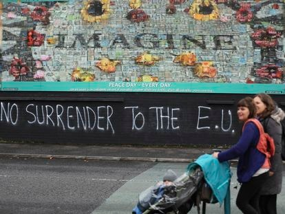 Una pintada contra la UE en Belfast, Irlanda del Norte.