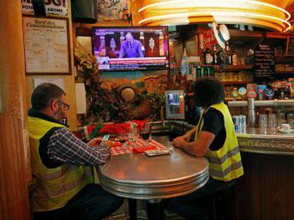 Los 'chalecos amarillos' mantienen el pulso pese a las concesiones del presidente Macron