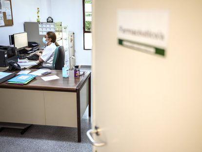 Carmen Recio, en su despacho del centro de salud de Navas del Madroño.