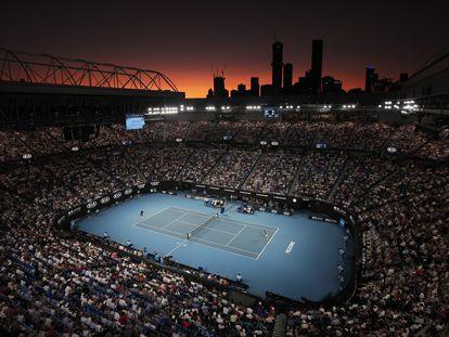 Panorámica de la Rod Laver Arena durante la semifinal del año pasado entre Federer y Djokovic.