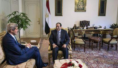 El secretario de Estado de EE UU, que se ha reunido esta mañana con el presidente egipcio, ha pedido a los habitantes de Irak que se unan para derrocar a los extremistas. Foto: Reuters