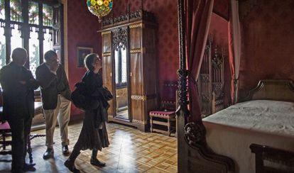 El dormitorio de Antoni Amatller recibiendo las primeras visitas.