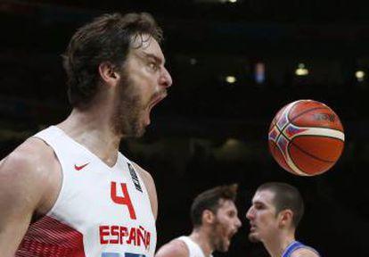 Gasol celebra el triunfo en el Eurobasket de 2015