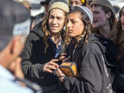 Colonos judíos durante una manifestación el lunes en Israel.