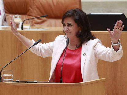 La candidata socialista Concha Andreu, este jueves durante la sesión de investidura. En vídeo, la intervención en el pleno de Raquel Romero (Podemos).