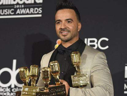 Luis Fonsi, con los galardones obtenidos en los Billboard 2018, incluido el de mejor canción latina por 'Despacito'.