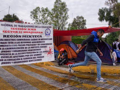 Maestros mantienen un plantón, este septiembre en Ciudad de México.