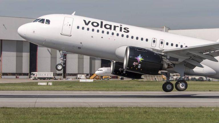 Un avión de Volaris despega del aeropuerto de la Ciudad de México.