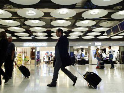 Pasajeros por el aeropuerto de Madrid Barajas