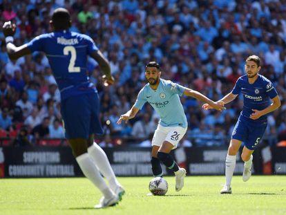 Riyad Mahrez, nuevo delantero del Manchester City, en una acción de la Community Shield contra el Chelsea.