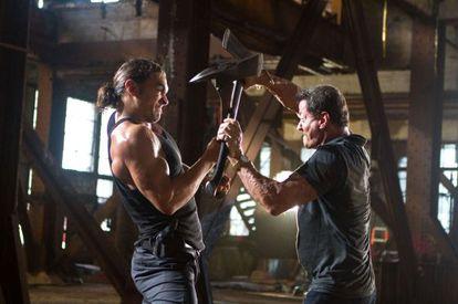Jason Momoa y Sylvester Stallone, en su pelea final.