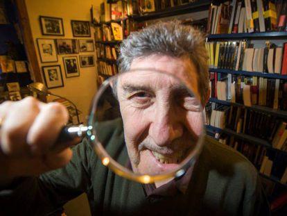 El librero Paco Camarasa, una de las figuras clave de la popularidad de la novela negra.
