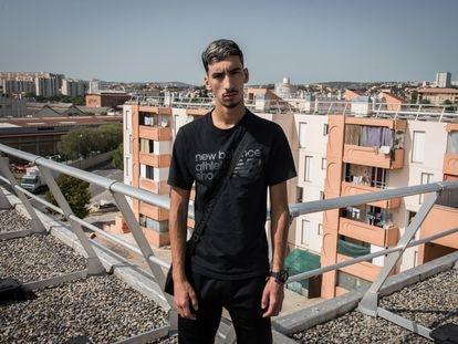 Nasser posaba este viernes en el barrio marsellés de Cité Bassens, en el norte de la ciudad francesa.