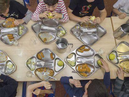 Escolares en el comedor de un centro escolar.