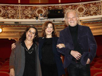 Helena Pimenta, Amaya de Miguel y Lluís Homar, este miércoles en el Teatro de la Comedia de Madrid.