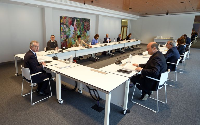 Iñigo Urkullu preside este jueves la reunión con los partidos políticos vascos.