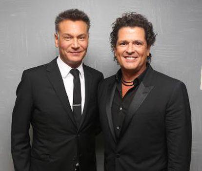 El argentino Walter Kolm (izquierda) es el mánager que está detrás de carreras musicales como las de los colombianos Carlos Vives (derecha) y Maluma.