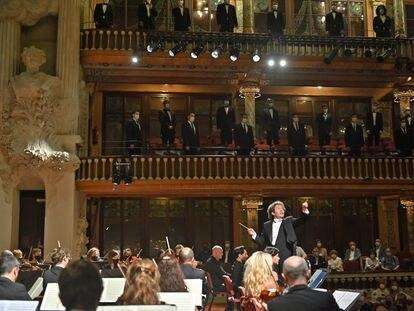 Gustavo Dudamel dirige a la Orquesta Sinfónica de Galicia en el Palau de la Música de Barcelona.