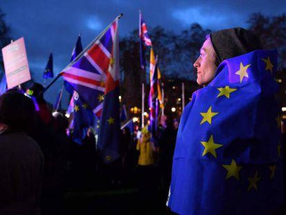 Manifestantes contrarios al Brexit, este martes en Londres. En vídeo, resumen de los debates sobre el Brexit.