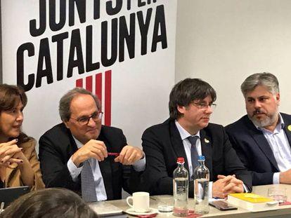 Desde la izquierda: Laura Borràs, portavoz de Junts per Catalunya en el Congreso; Quim Torra, presidente de la Generalitat; el expresidente Carles Puigdemont; y el diputado Albert Batet, en Bruselas.