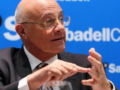 El presidente del Banco SabadellCAM, Josep Oliu, ayer en Alicante.