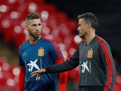 Sergio Ramos y Luis Enrique, con la selección.