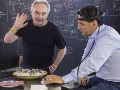 Ferran Adrià y Juan Diego Flórez en un experimento sensorial en el BulliLab.
