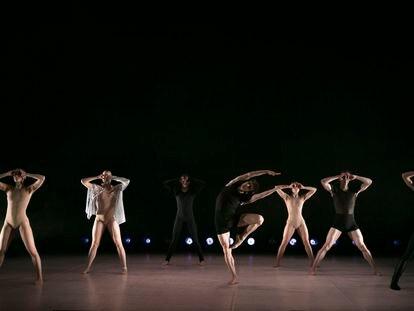 'Hidden Beauty', coreografía de Jean-Philippe Dury, interpretada por la compañía Elephant in the Black Box.
