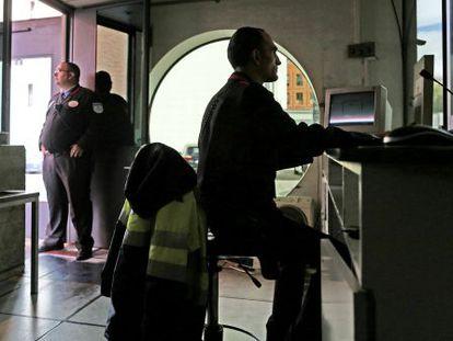 Vigilantes de seguridad en una empresa de Madrid