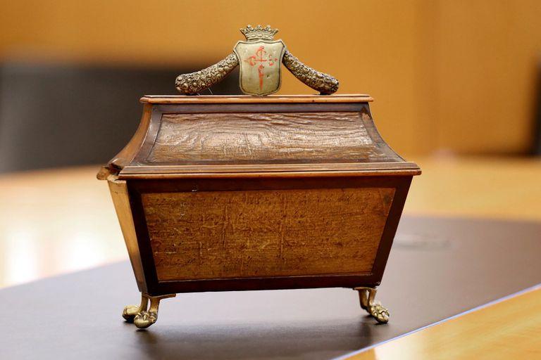 Arca donde se guarda la llave que abre el arcón funerario de Calderón de la Barca.