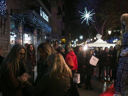 Shopping night en el paseo de Gràcia.