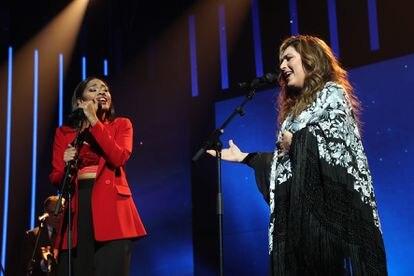 Nia y Estrella Morente actúan juntas en la sexta gala de 'Operación triunfo'.