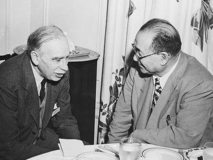 John Maynard Keynes y el Dr. H. H. Kung, ministro de finanzas de China, en Bretton Woods, en 1944.