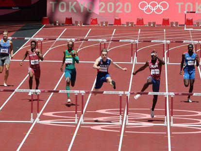 Warholm, en el centro, en la final de los 400 metros vallas masculinos.
