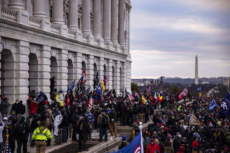 Partidarios de Trump asedian el Capitolio, el miércoles en Washington.