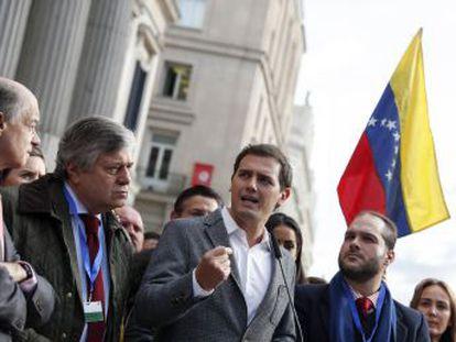 PP y Ciudadanos registran sendas iniciativas en el Congreso para que España reconozca al presidente de la Asamblea Nacional como jefe de Gobierno de Venezuela